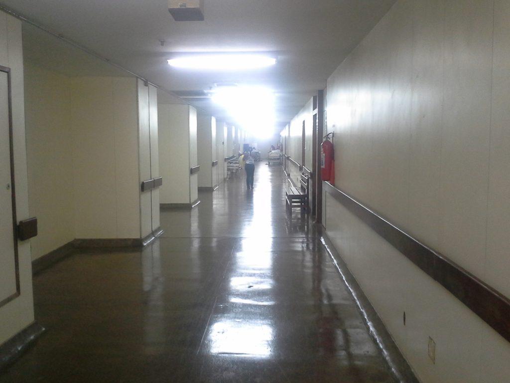 Corredores do Hospital de Base de Brasília em dias de Copa do Mundo