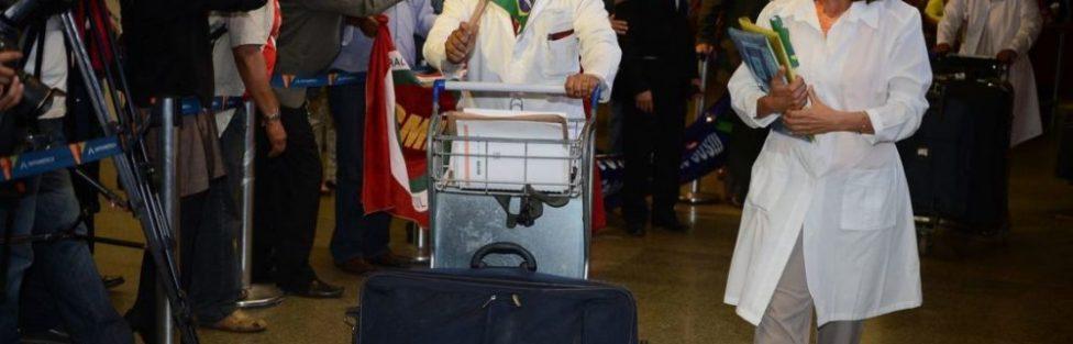 """Sem o Mais Médicos, eleitora chama o presidente eleito de """"Bolsolini"""" em alusão a Mussolini"""