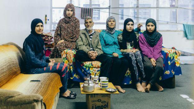 Sem dinheiro para aluguel, alguns sírios vivem em ocupação em São Paulo. Gabriel A. l BBC Brasil