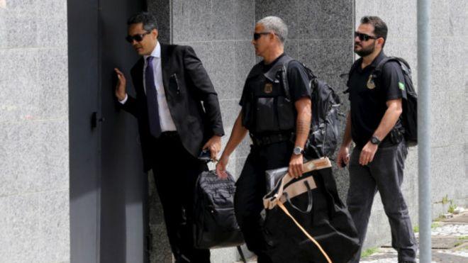 Policiais voltam para sede da Polícia Federal após investigação em prédio da Odebrecht- Reuters