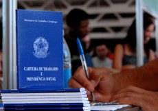 Trabalhador pode se candidatar sem sair de casa; maioria das vagas é para o setor de serviço. Foto: Marcello Casal Jr./Agência Brasil
