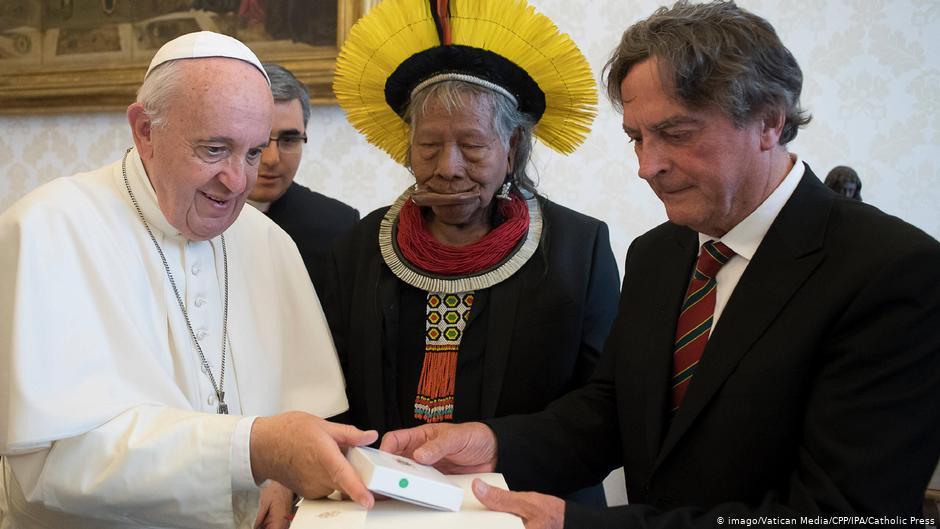 Papa Francisco e líder indígena kayapó Raoni Metuktire