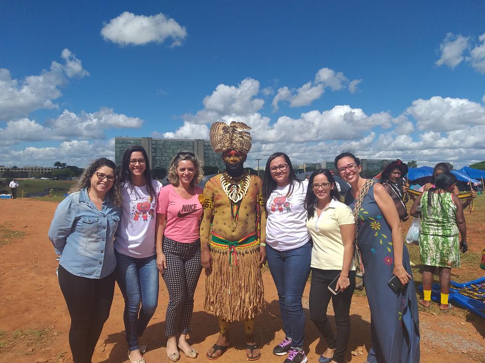 Brasília - dois mil índios protestaram contra a municipalização da saúde indígena