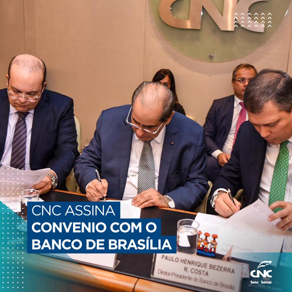 Paulo Henrique da Costa. Acompanharam a assinatura o governador do Distrito Federal, Ibaneis Rocha e o secretário de Economia do DF, André Clemente.