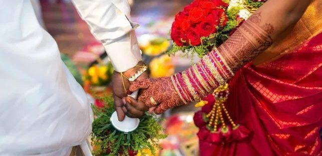 Noivo morreu e convidados foram infectados com coronavírus após casamento