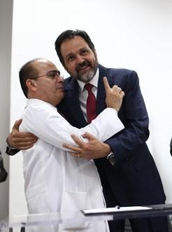 Gutemberg Fialho presidente da Federação Nacional dos Médicos e do Sindicato dos Médicos do DF com Agnelo Queiroz (PT)