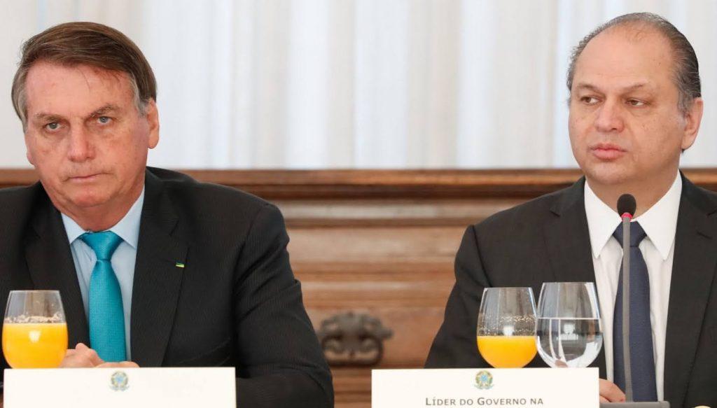 Jair Messias Bolsonaro é um capitão reformado, político e atual presidente do Brasil. Foi deputado federal por sete mandatos entre 1991 e 2018, sendo eleito através de diferentes partidos ao longo de sua carreira. Elegeu-se Presidente do Brasil pelo Partido Social Liberal.